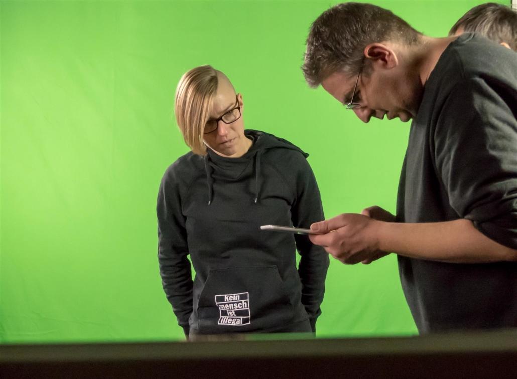 Nadine und Simon beim Check